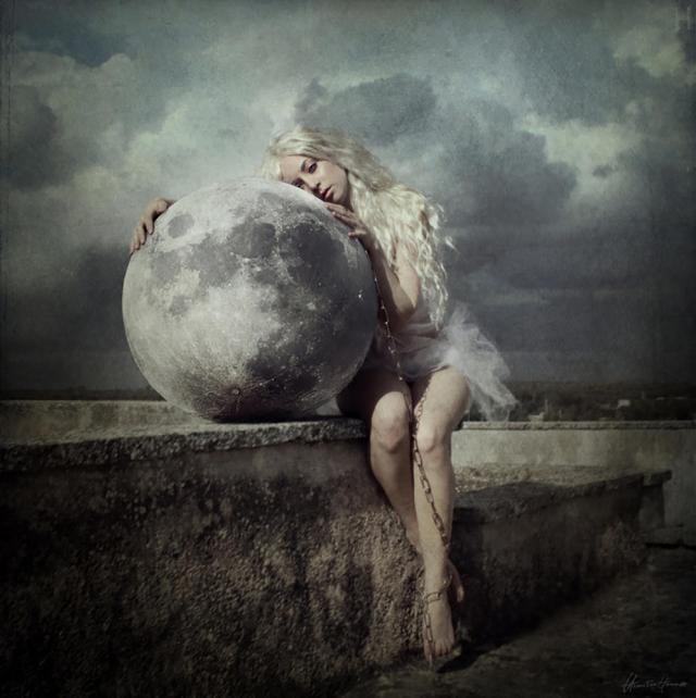 mulher contemplando a espiritualidade.jpg